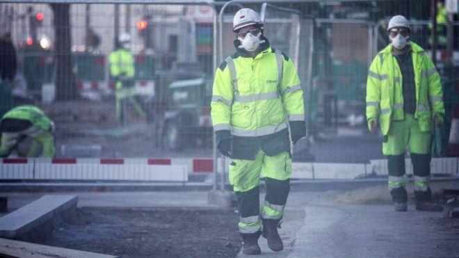 Coronavirus: Construction firms split as shutdown calls grow