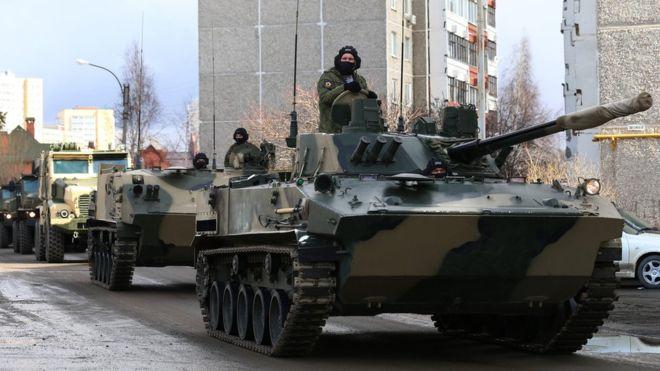 Coronavirus: Putin postpones Russia's WW2 victory parade