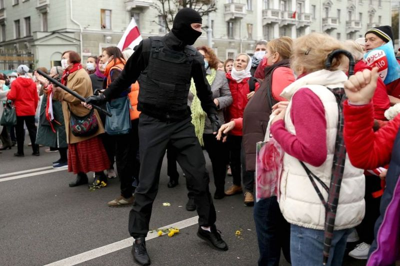 Belarus protests: Police authorised to use lethal weapons