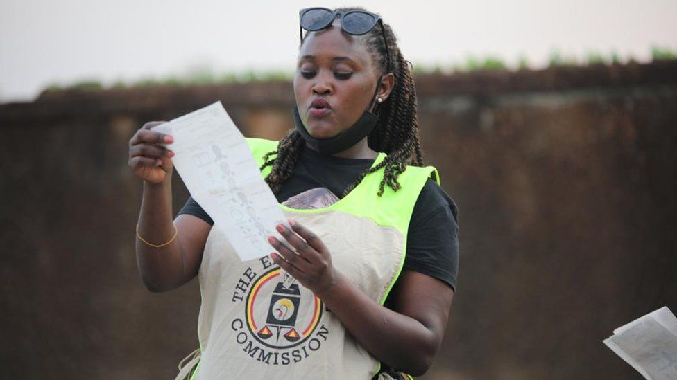 Uganda elections 2021: Museveni takes lead as Bobi Wine cries foul