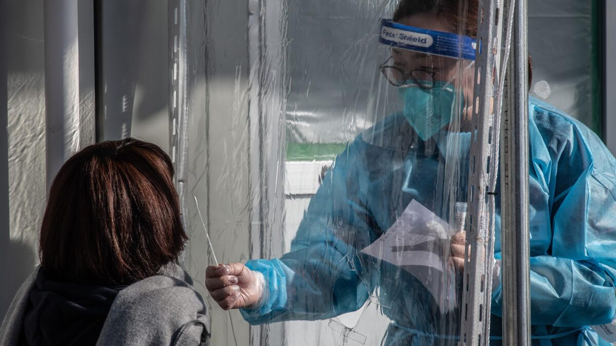 Japan's daily coronavirus cases fall below 3,000 for first time since December