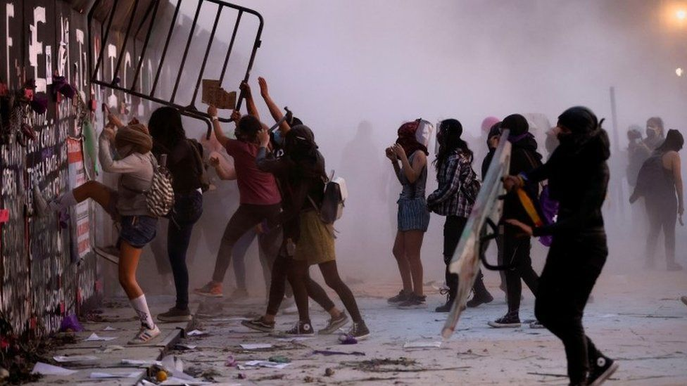Women's Day: Protesters clash with police in Mexico